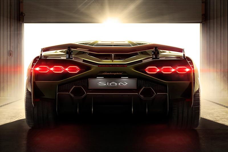車名のシアンはイタリア ボローニャ地方の方言で「稲妻の閃光」を意味する言葉