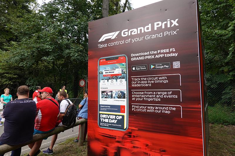 F1アプリの掲示。ライブタイミングなどが見られるので便利