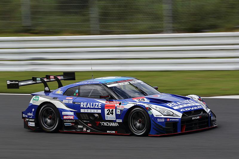 GT500クラス 3番手に入った24号車 リアライズコーポレーション ADVAN GT-R(高星明誠/ヤン・マーデンボロー組、YH)