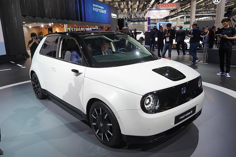 フランクフルトショー 2019で新型EV(電気自動車)「Honda e」量産モデルを公開