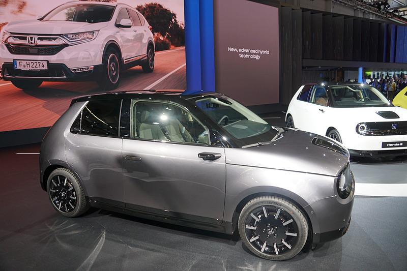 すべての4輪商品を2025年までに電動車両に置き換えることを目指して2019年初頭に「CR-V HYBRID」を販売開始
