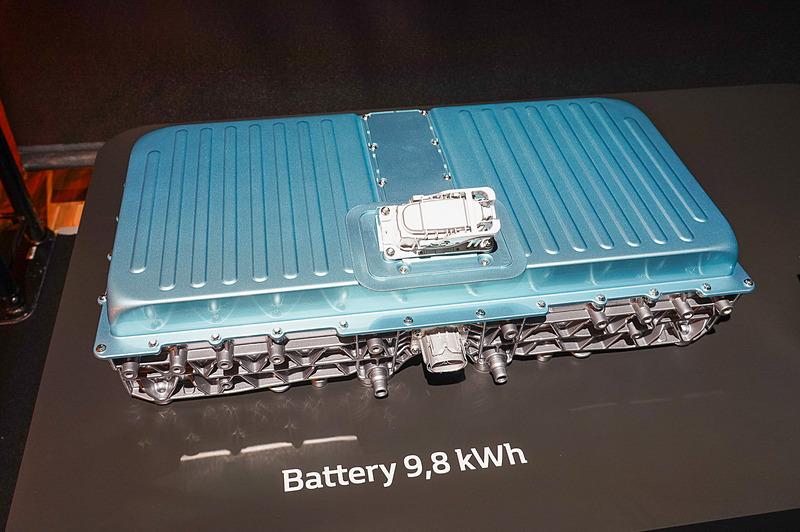 バッテリー容量は9.8kWh