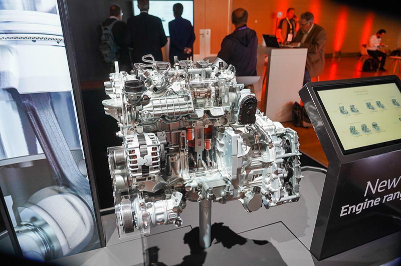 ガソリンエンジンのTCe 130 GPF EDC 7
