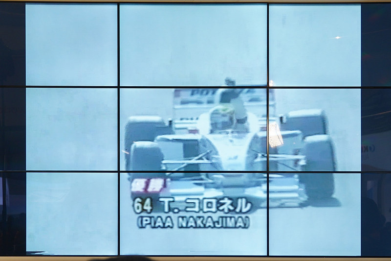 会場のスクリーンにはコロネル選手がフォーミュラ・ニッポンに参戦していた当時の映像も流れた