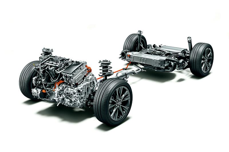 ハイブリッド仕様のパワートレーン。エンジン排気量が先代モデルの1.5リッターから1.8リッターに拡大。後輪をモーターで駆動する「E-Four」仕様の4WD車も設定