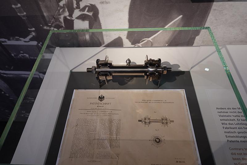1894年に製造された自転車用のボールベアリング