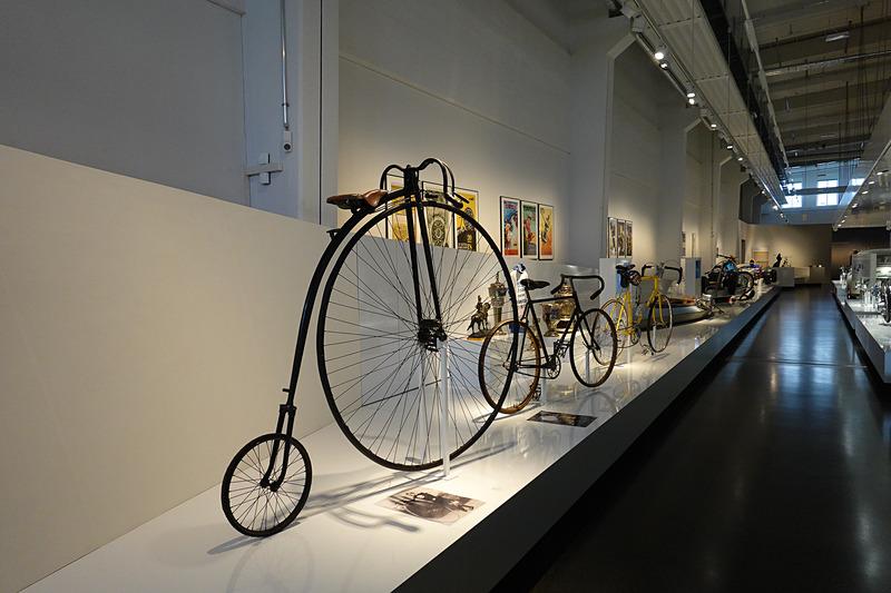 創業時はベアリングメーカーだったこともあり自転車の展示も多い