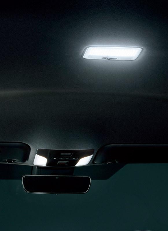 LEDルームランプセット:2万2000円(イルミネーテッドエントリーシステム装着車)、3万5200円(イルミネーテッドエントリーシステム非装着車)