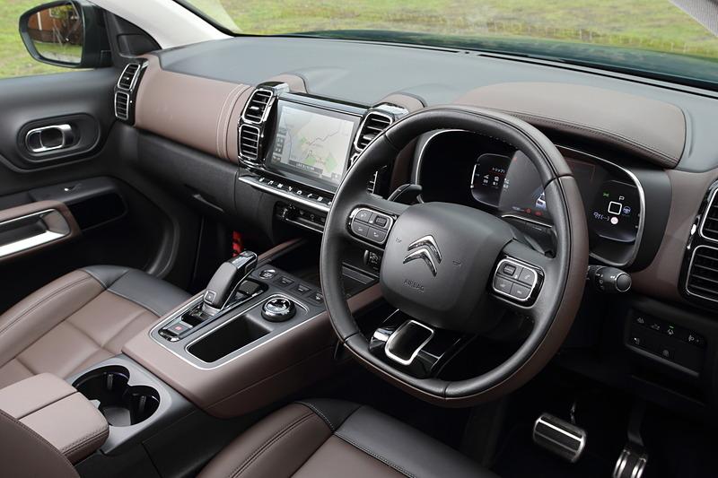 シックな印象にまとめられたC5 エアクロス SUVのインテリア