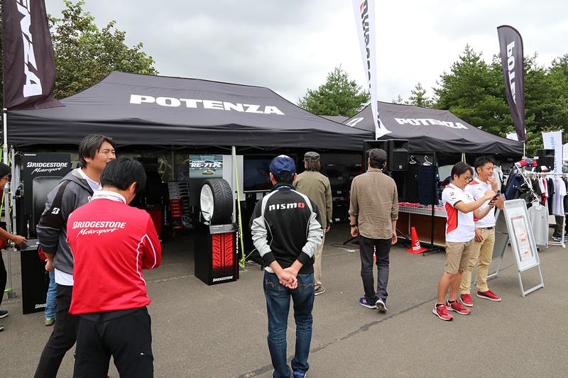 ブリヂストンのブースでは市販タイヤのほか、SUPER GTで使っているタイヤなども展示