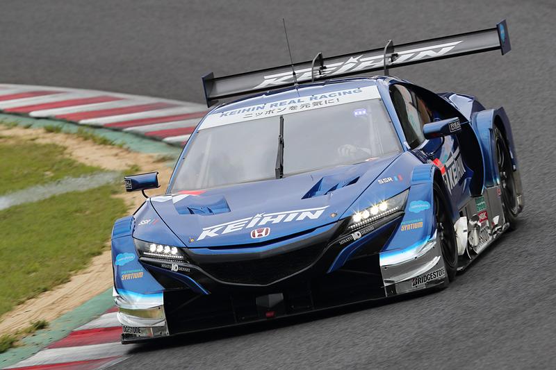 GT500のポールポジションを獲得したのは17号車 KEIHIN NSX-GT(塚越広大/ベルトラン・バゲット組、BS)
