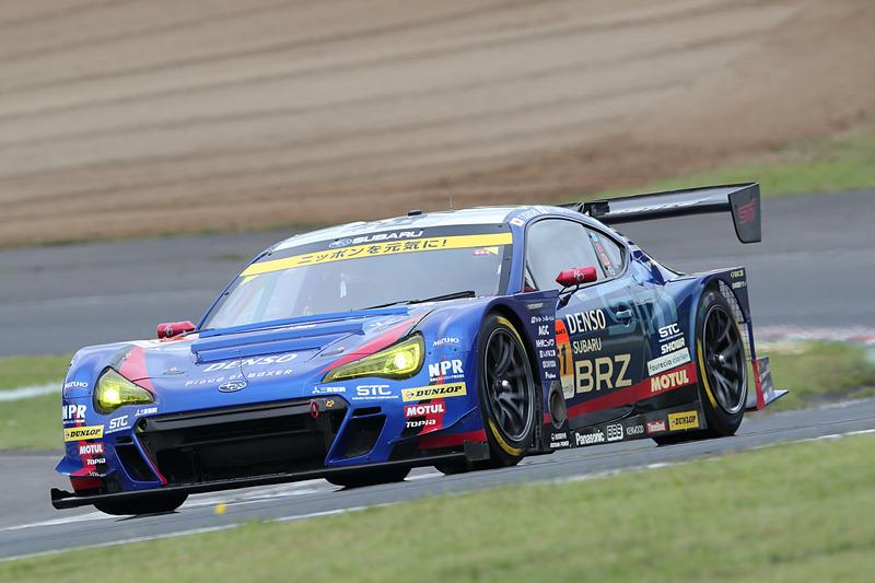 GT300のポールポジションを獲得したのは61号車 SUBARU BRZ R&D SPORT(井口卓人/山内英輝組、DL)