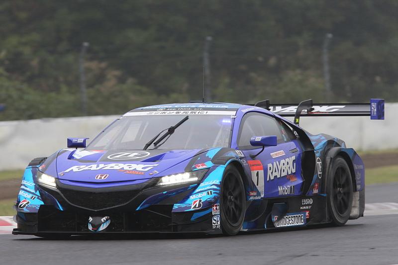 予選2番手でレインタイヤでスタートした1号車 RAYBRIG NSX-GTが序盤はトップを独走
