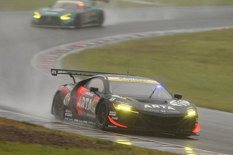 序盤から終始レースを支配した55号車 ARTA NSX GT3がクラス優勝