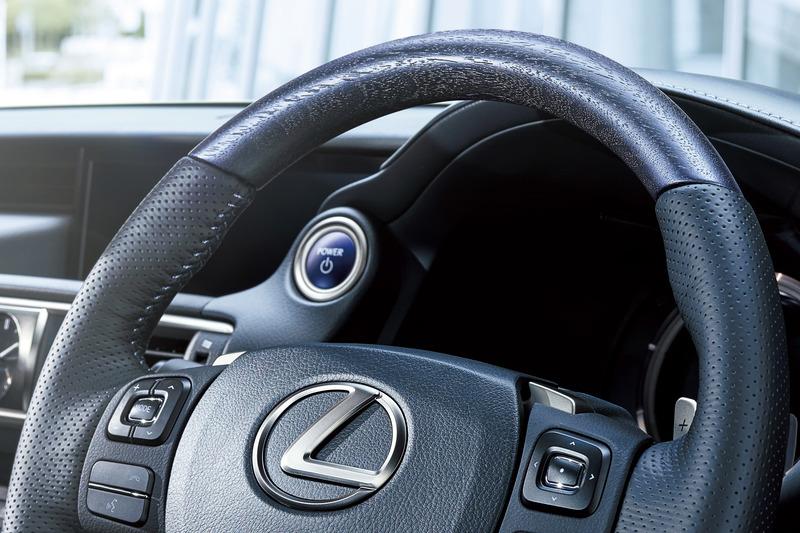 特別仕様車専用藍本杢+ディンプル本革ステアリング(パドルシフト付)