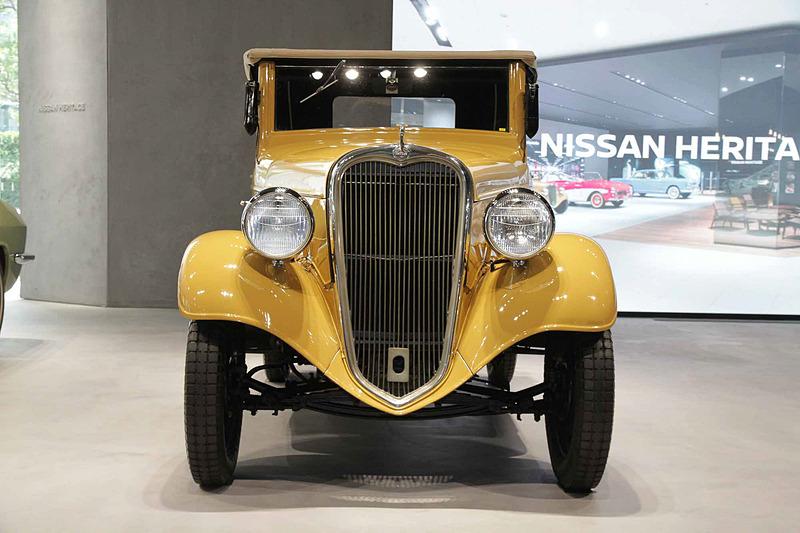 ダットサン 14型ロードスター。車両寸法:2790×1190mm(全長×全幅)、ホイールベース:2005mm。車両重量:550kg。サスペンション:横置きリーフ・縦置きリーフ(前・後)。ブレーキ:ロッド式ドラム・ロッド式ドラム(前・後)。タイヤ:4.00-24(外形表示)バルーン。エンジン型式:7型(直4 サイドバルブ)。排気量:722cc。最高出力:11kW(15PS)/3600rpm