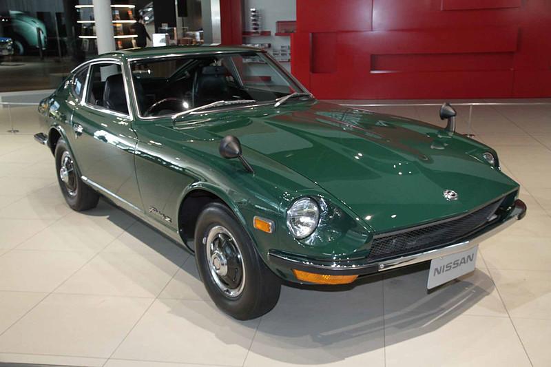 フェアレディZ-L(1970年:S30型)。車両寸法:4155×1630×1285mm(全長×全幅×全高)、ホイールベース:2305mm。車両重量:995kg。サスペンション:ストラット・ストラット(前・後)。ブレーキ:ディスク・ドラム(前・後)。タイヤ:6.45H-14-4P。エンジン型式:L20型(直6 OHC)。排気量:1998cc。最高出力:96kW(130PS)/6000rpm、最大トルク:172Nm(17.5kgfm)/4400rpm