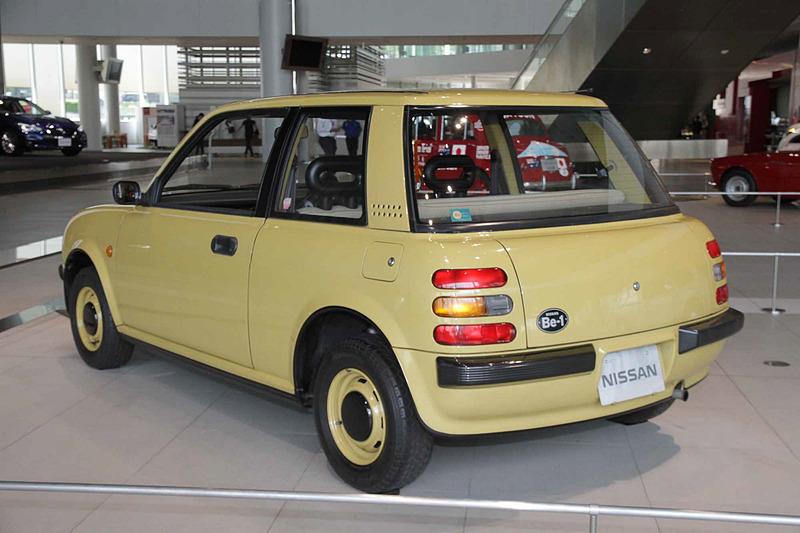Be-1(1987年:BK10型)。車両寸法:3635×1580×1395mm(全長×全幅×全高)、ホイールベース:2300mm。車両重量:700kg。サスペンション:ストラット・4リンク(前・後)。ブレーキ:ディスク・ドラム(前・後)。タイヤ:165/70HR12。エンジン型式:MA10S型(直4 OHC)。排気量:987cc。最高出力:38kW(52PS)/6000rpm、最大トルク:74Nm(7.6kgfm)/3600rpm