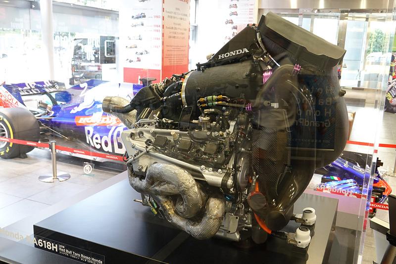 2018年のF1エンジン、RA618H。回生機構が複雑に組み込まれている
