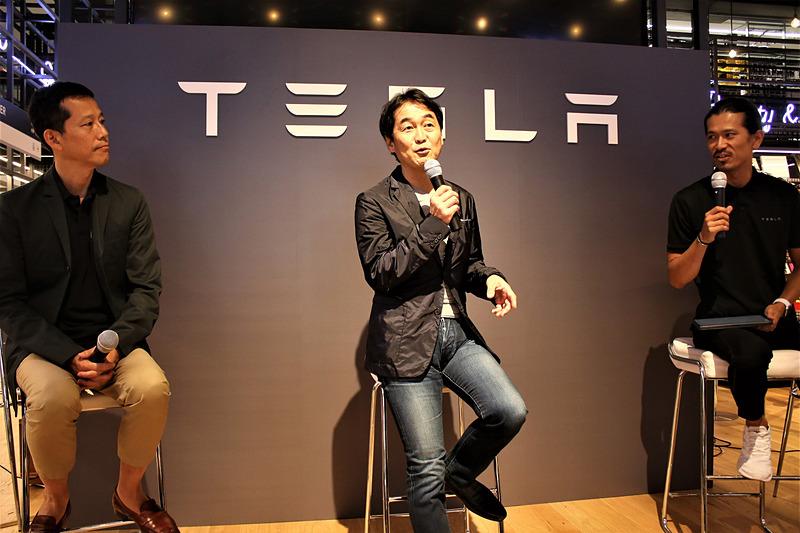 前田氏(右)が司会進行を務め、夏野氏と安川氏がトークショーを実施