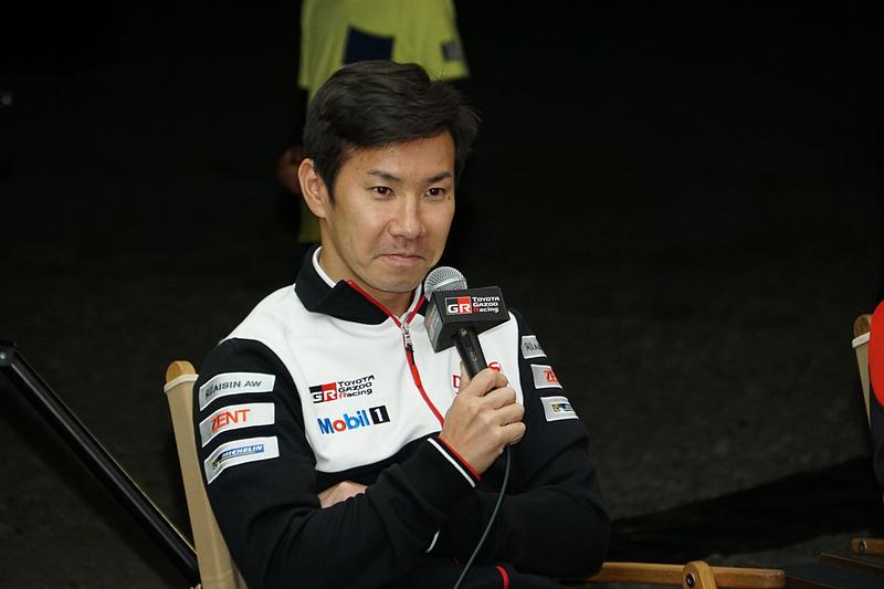 7号車 トヨタ TS050 HYBRIDをドライブする小林可夢偉選手が「電気のあるキャンプ体験」のトークショーに参加