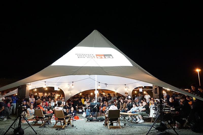 トークショーの会場となったテントにもMIRAIから電気が供給されていた