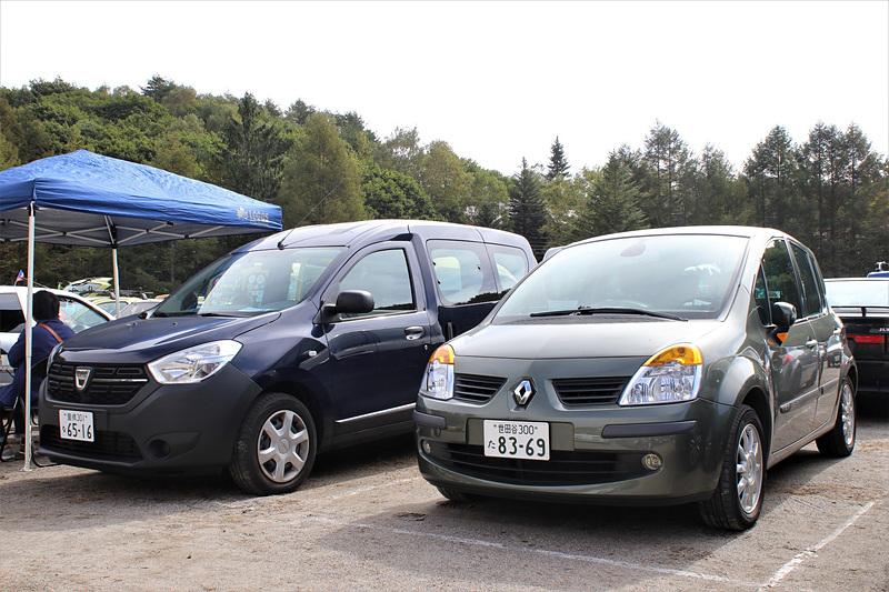 ダチア ドッカー(左)とルノー モデュス(右)。どちらも日本正規未導入