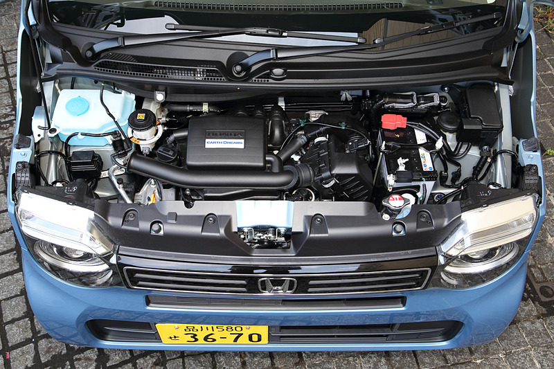 自然吸気の直列3気筒DOHC 0.66リッター「S07B」型エンジンは最高出力43kW(58PS)/7300rpm、最大トルク65Nm(6.6kgfm)/4800rpmを発生。WLTCモード燃費は23.2km/L、燃料タンク容量は27L(4WDモデルは25L)