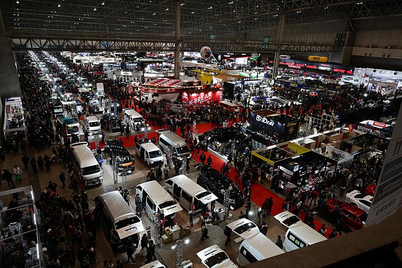 モータースポーツ車両やスーパーカー、チューニングカーなどの展示も行なわれる