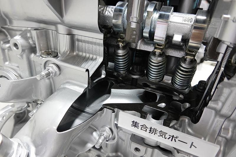 集合排気ポート。排気冷却のために採用された。排気側VVTは、VVT-i