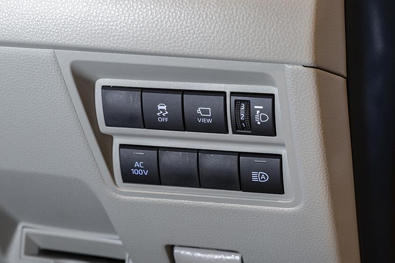 使用時にはステアリングコラム右側のスイッチをONにする