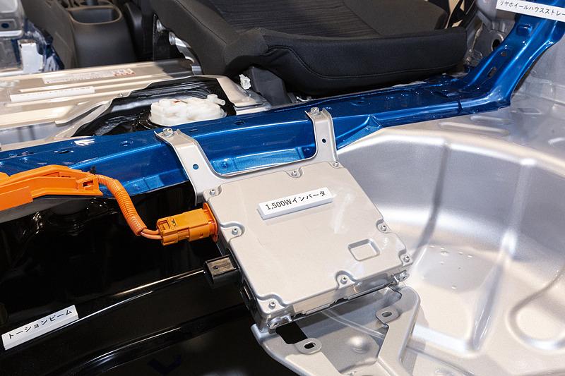 最大消費電力は1500W以下。インバーターはラゲッジ下部に装着される