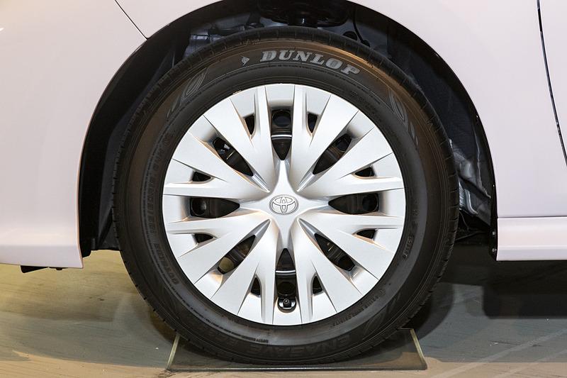 タイヤサイズは185/60R15