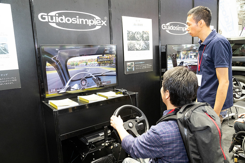 ほほう、「グランツーリスモSPORT」でドライビング体験ができちゃうんすね! ていうか、こういうゲーム用のハンコン欲しいな~(笑)