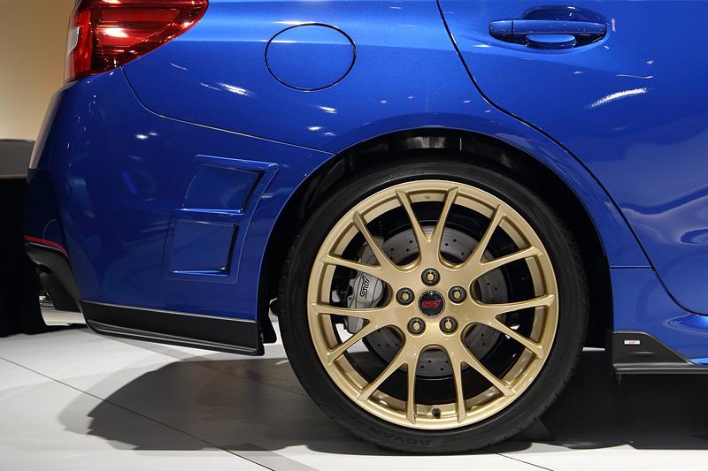 ゴールド塗装のBBS19インチアルミホイール+シルバー塗装のブレーキキャリパー(リア)