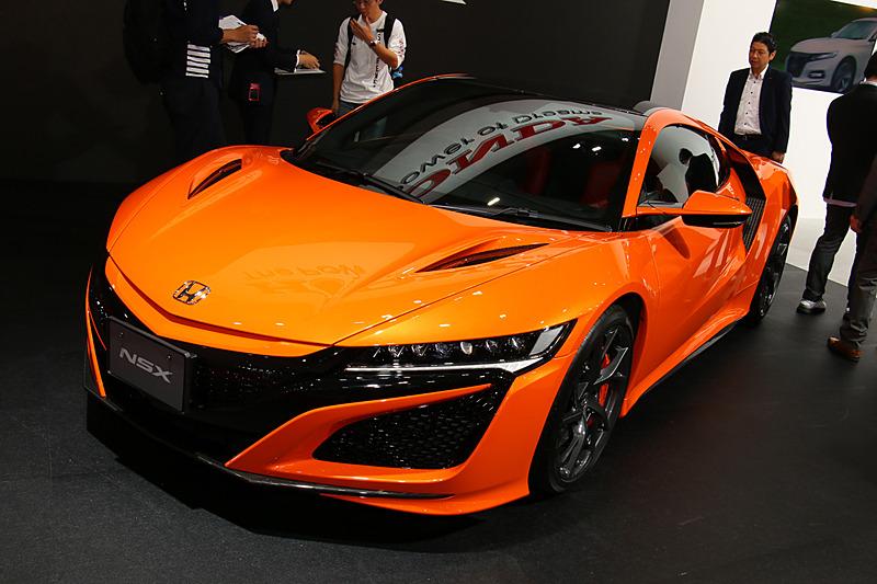 2018年10月に発売された「NSX」の2019年モデルから採用された新色「サーマルオレンジ・パール」の車両も展示