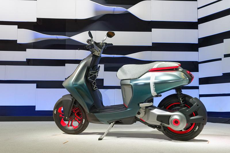 50cc相当の電動スクーター「E02」