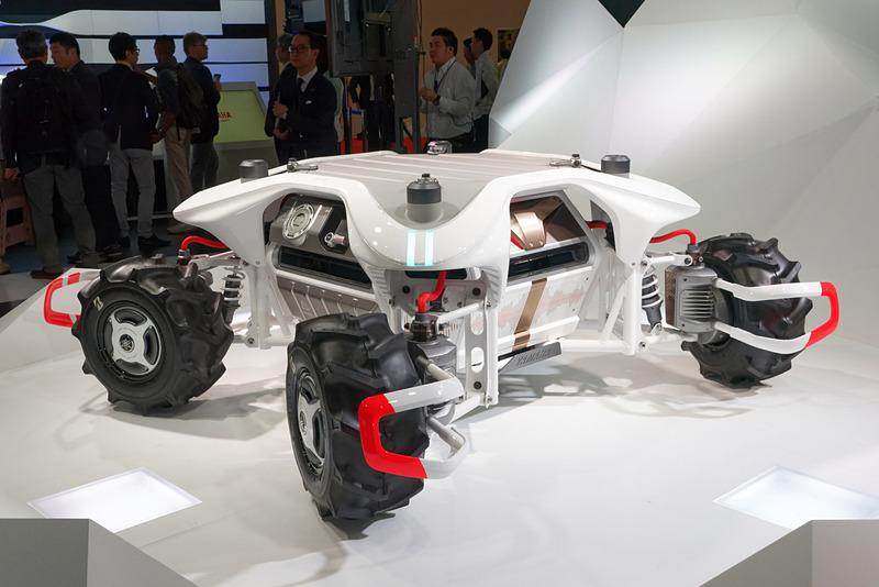 給油口のようなものが見えるとおり、ガソリンエンジンと電動モーターのハイブリッドを想定した設計