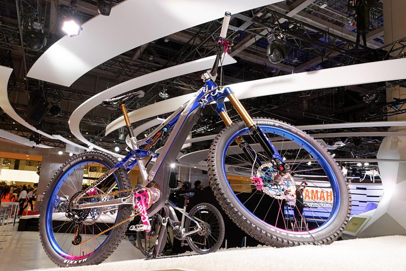 MTBタイプのe-bike「YPJ-YZ」。一般公開日にはこのe-bikeにまたがり、VRゴーグルを装着してライド体験ができるアトラクションが設置される予定