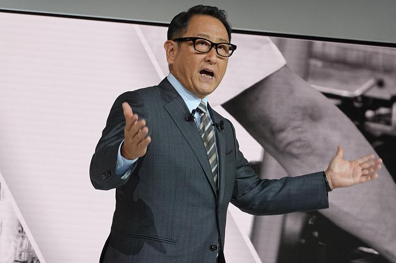 トヨタブースでは未来を訴求。「このブースには来年発売されるクルマは1つもありません」と、ブースコンセプトの方向性転換を語る豊田章男社長