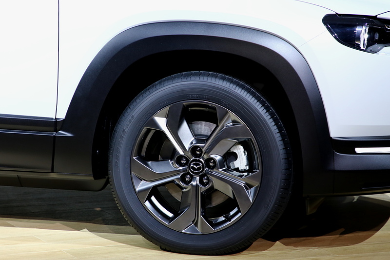 タイヤサイズはCX-30やMAZDA 3と同様の18インチ。偏平はCX-30と同じとなる