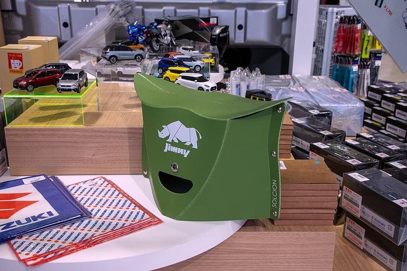 キャリィジャンボではスズキグッズの物販を行なう。ウエア類は新製品で東京モーターショーで先行販売