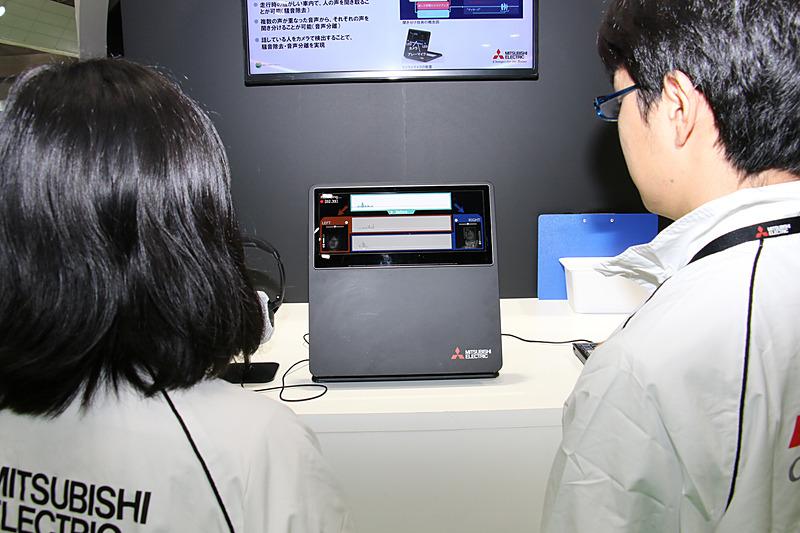 モニター内の表示枠内に顔が映る状態で同時に発話すると、アレーマイクと近赤外線カメラの組み合わせで音声と発話者を紐付け。それぞれの音声を分離して音声認識などに利用できる