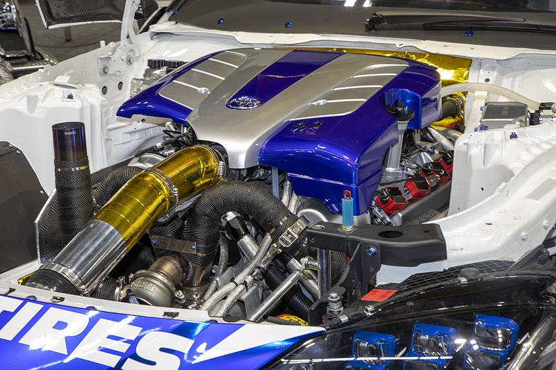 今回の参戦にあたり、トヨタ製の4.0リッターV8エンジン(3U-Z)を改造して搭載。発表会では「エンジンのアンベール」も行なわれた