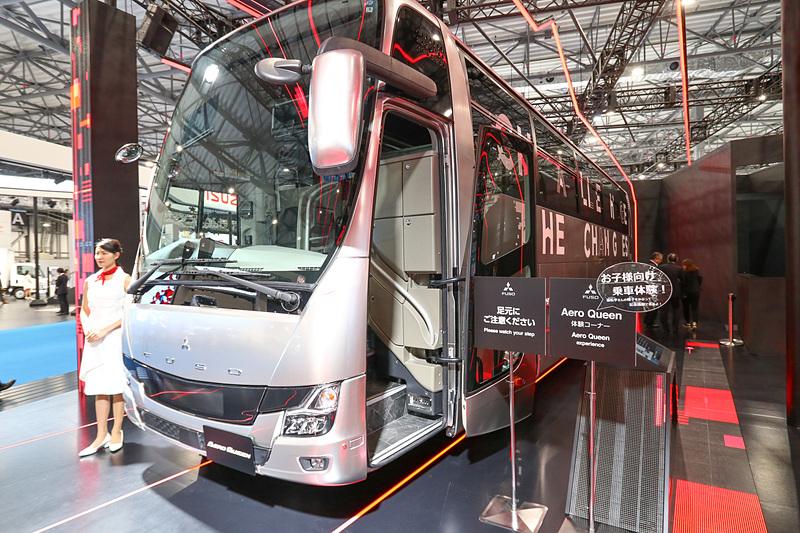 大型観光バス「エアロクィーン」