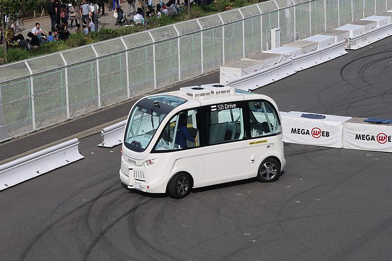 メガウェブのライドワン試乗コースでは、SBドライブの自動運転バス「NAVYA ARMA(ナビヤ アルマ)」の試乗が行なわれていた