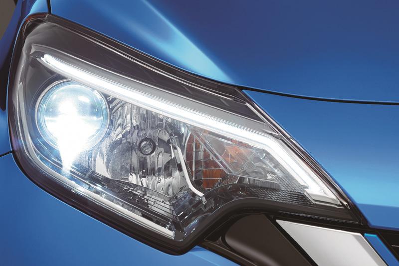 通常はオプション設定のLEDヘッドライトを特別装備