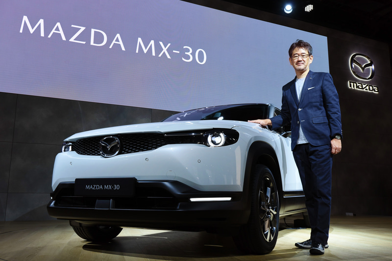 マツダ初の量産EV(電気自動車)「MX-30」とチーフデザイナーを務めた松田陽一氏