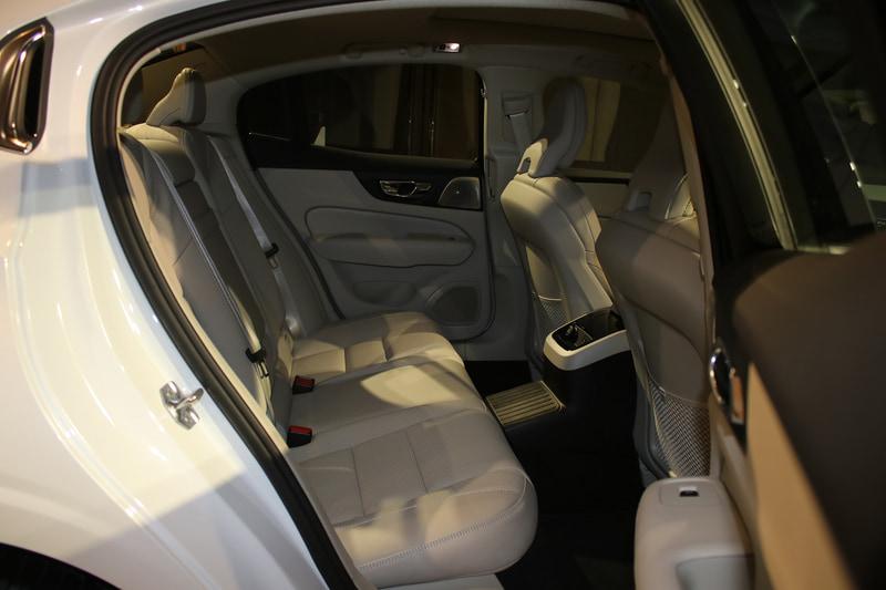 S60 T6 ツインエンジン AWD インスクリプション