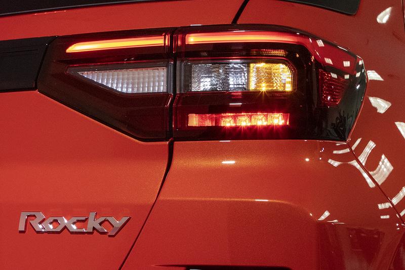 スモール+ブレーキ+ウインカー点灯